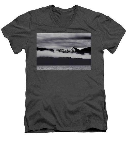 Mountain Contrast Men's V-Neck T-Shirt