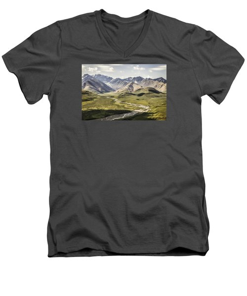 Mountains In Denali National Park Men's V-Neck T-Shirt