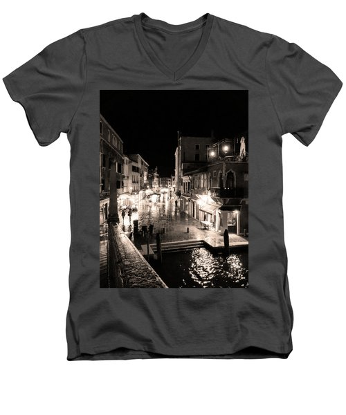 Mysterious Venice Monochrom Men's V-Neck T-Shirt