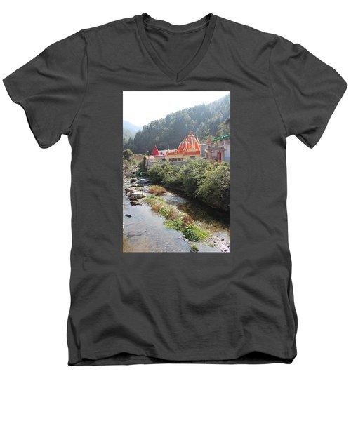 Neem Karoli Baba Ashram, Kainchi Men's V-Neck T-Shirt