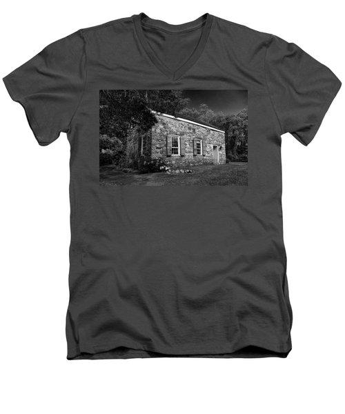 Neldon - Roberts Stonehouse Montague New Jersey Black And White Men's V-Neck T-Shirt