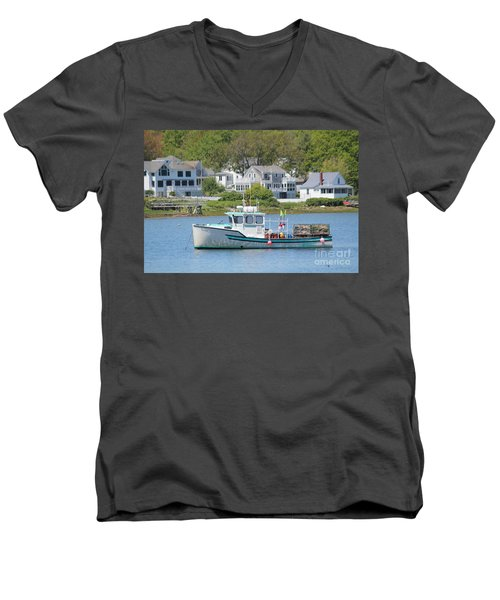 New England Summer Men's V-Neck T-Shirt