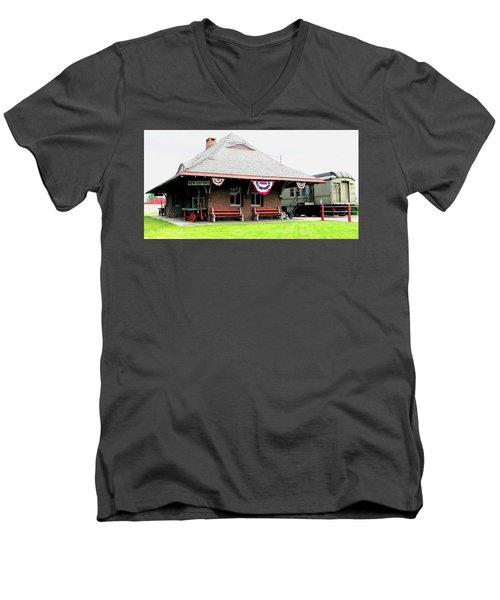 New Oxford Pennsylvania Train Station Men's V-Neck T-Shirt
