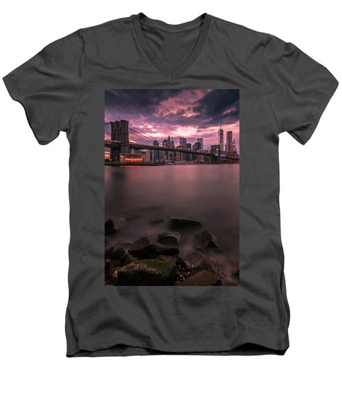 New York City Brooklyn Bridge Sunset Men's V-Neck T-Shirt