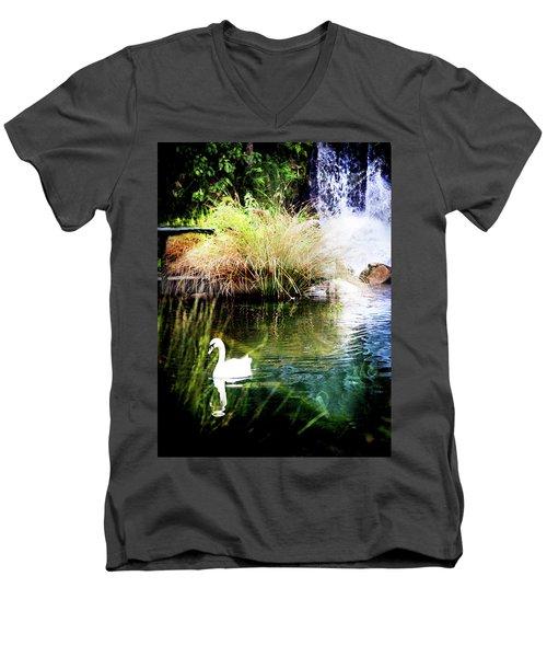New Zealand Swan Men's V-Neck T-Shirt
