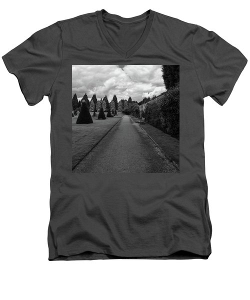 Newstead Abbey Country Garden Gravel Path Men's V-Neck T-Shirt