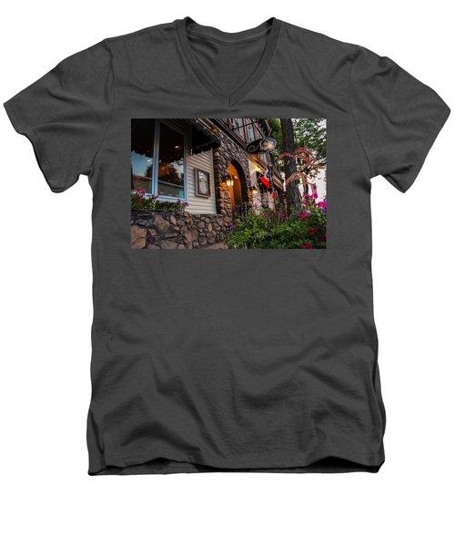 Nini's Restaurante Easthampton Men's V-Neck T-Shirt