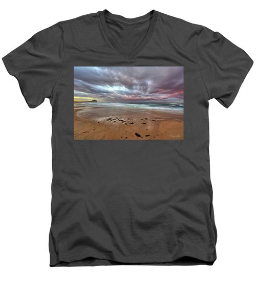 Nobbys Beach At Sunset Men's V-Neck T-Shirt
