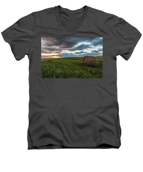 North Dakota Sunset With Hay Men's V-Neck T-Shirt