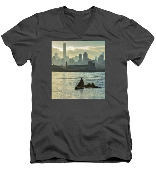 Nyc Skiline Men's V-Neck T-Shirt