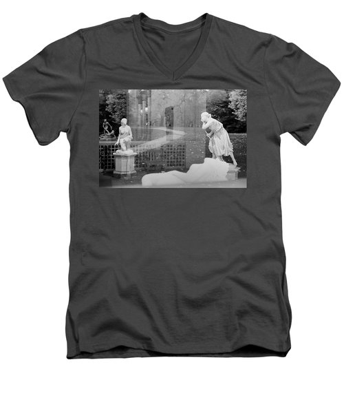 Nyc Whispering Statues Men's V-Neck T-Shirt