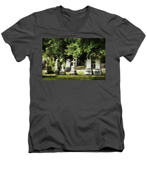 Oakdale Cemetery Men's V-Neck T-Shirt