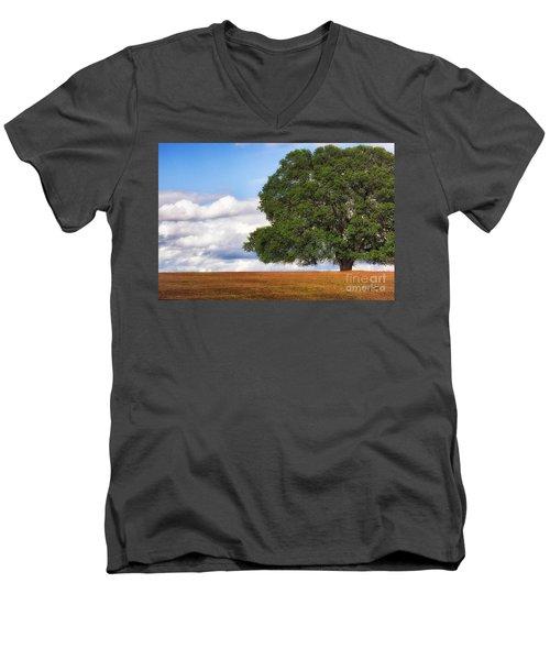 Oaktree Men's V-Neck T-Shirt