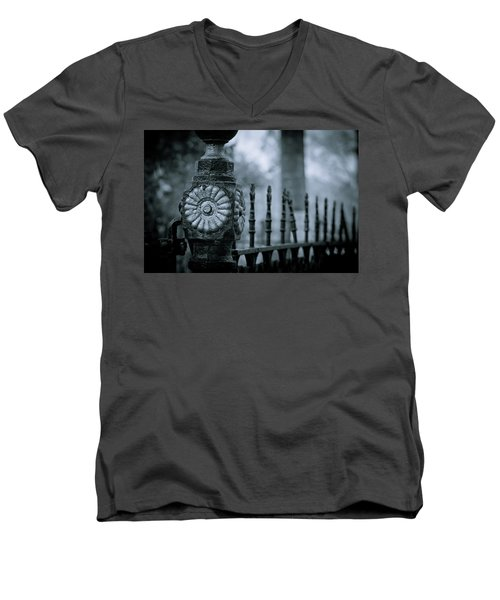 Men's V-Neck T-Shirt featuring the photograph Oakwood Cemetery by Linda Unger