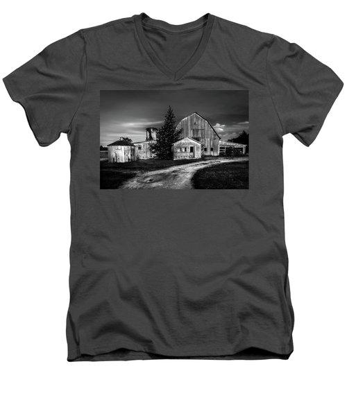 Ohio Barn At Sunrise Men's V-Neck T-Shirt