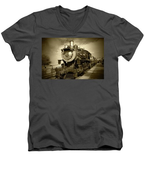 Old 475 - Bw Men's V-Neck T-Shirt