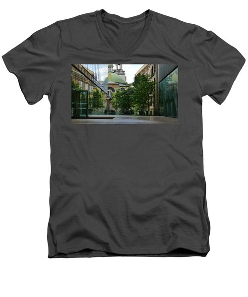 Old And New Buildings In London Men's V-Neck T-Shirt