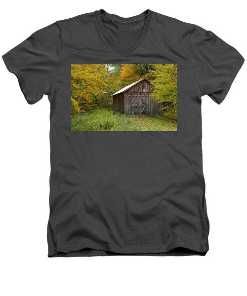 Old Barn New England Men's V-Neck T-Shirt
