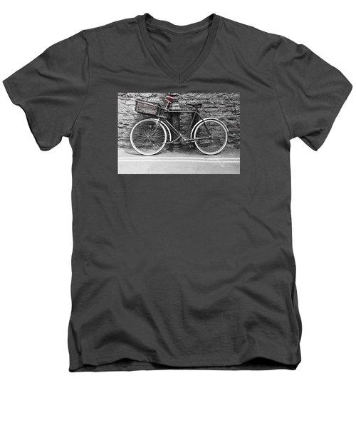 Old Bicycle Men's V-Neck T-Shirt