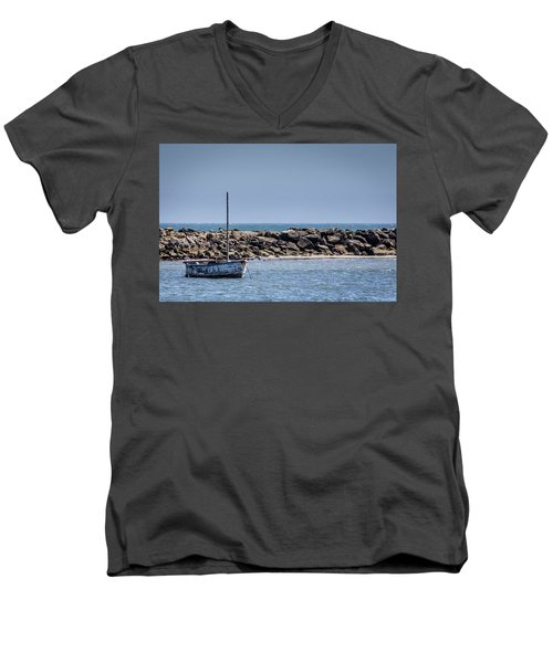 Old Boat - Half Moon Bay Men's V-Neck T-Shirt