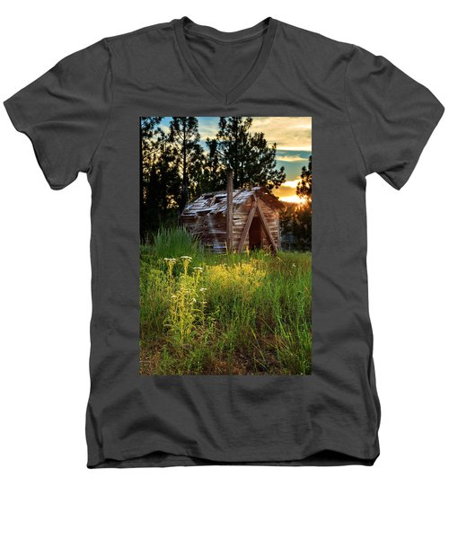 Old Cabin At Sunset Men's V-Neck T-Shirt