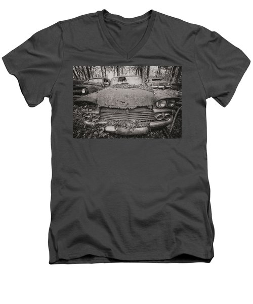 Old Car City In Black And White Men's V-Neck T-Shirt