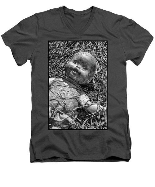 Old Dolls In Grass Men's V-Neck T-Shirt