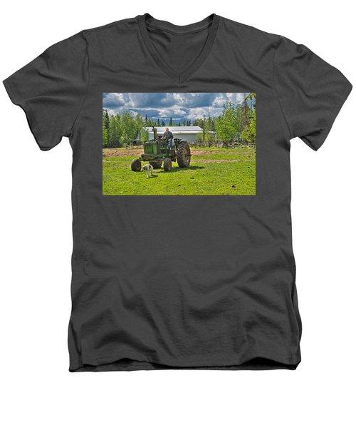 Old Farmer Old Tractor Old Dog Men's V-Neck T-Shirt