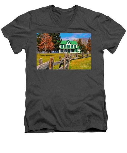 Old Farmhouse Men's V-Neck T-Shirt