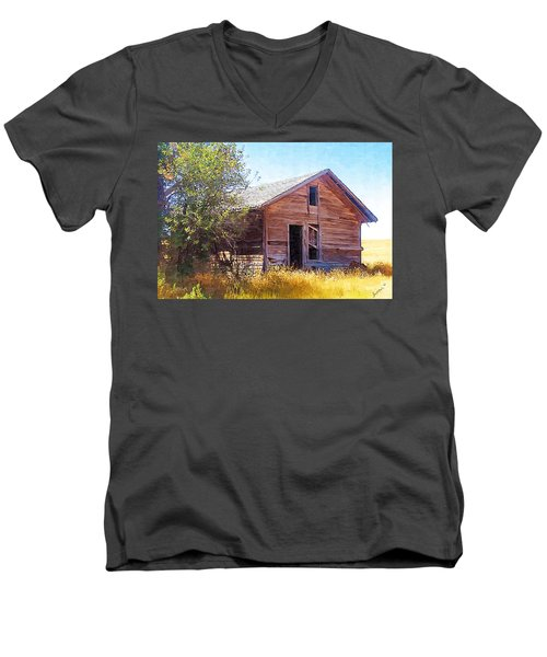 Men's V-Neck T-Shirt featuring the photograph Old House by Susan Kinney