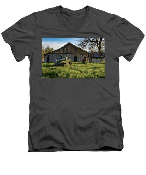 Old Jeep, Old Barn Men's V-Neck T-Shirt