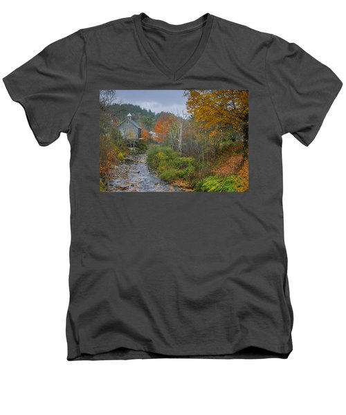 Old Mill New England Men's V-Neck T-Shirt