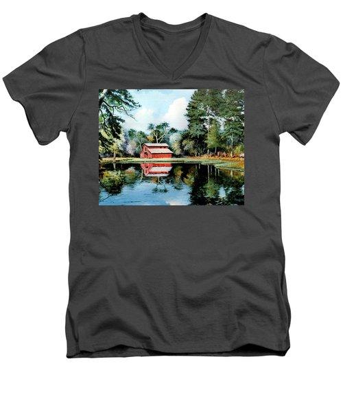 Old Red Barn Men's V-Neck T-Shirt