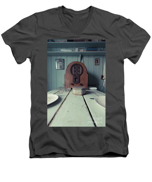 Men's V-Neck T-Shirt featuring the photograph Old Time Kitchen Table by Edward Fielding