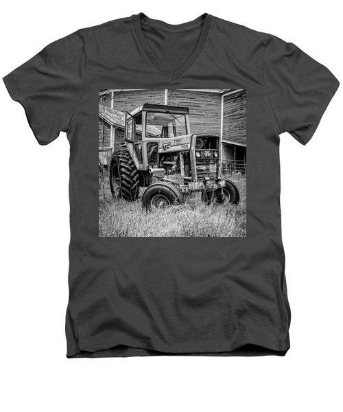 Old Vintage Tractor On A Farm In New Hampshire Square Men's V-Neck T-Shirt