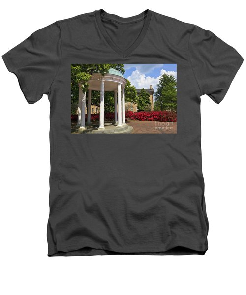 Old Well At Chapel Hill In Spring Men's V-Neck T-Shirt