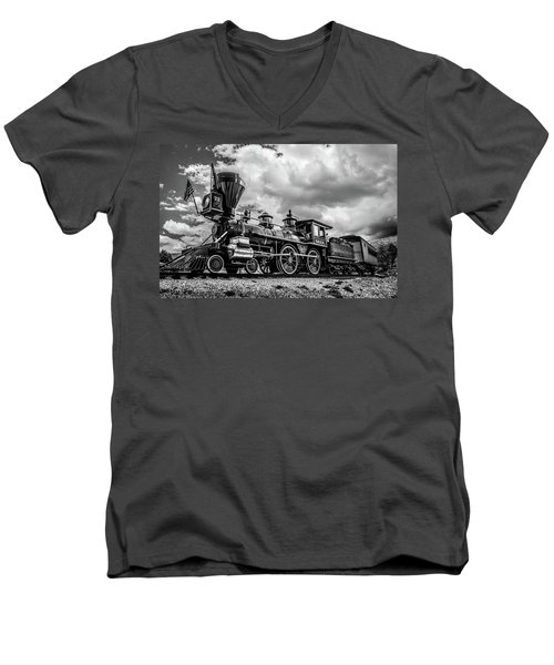 Old West Train Men's V-Neck T-Shirt