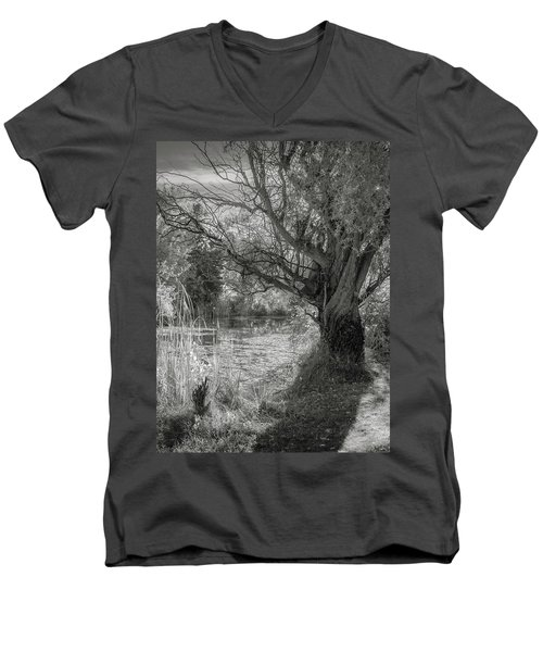 Old Willow Men's V-Neck T-Shirt