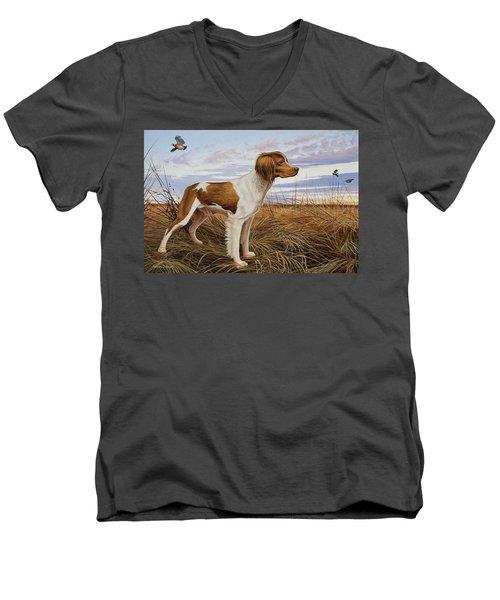 On Watch - Brittany Spaniel Men's V-Neck T-Shirt