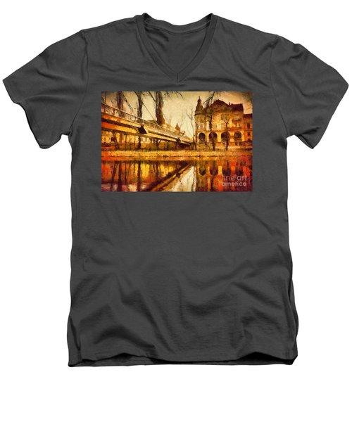 Oradea Chris River Men's V-Neck T-Shirt
