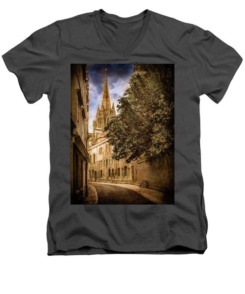 Oxford, England - Oriel Street Men's V-Neck T-Shirt