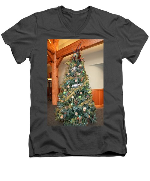 Owl Xmas Tree Men's V-Neck T-Shirt