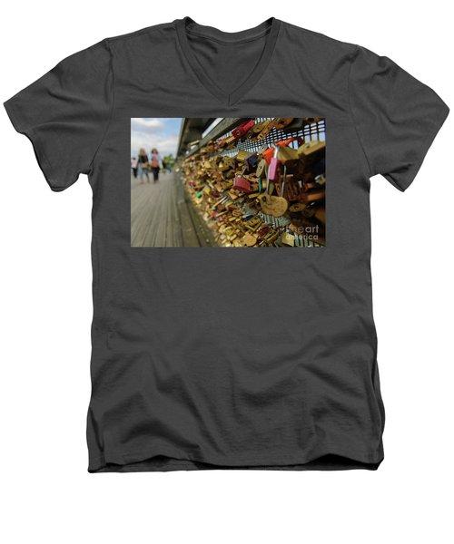 Padlock Bridge Men's V-Neck T-Shirt