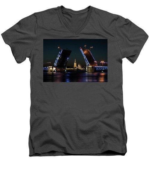 Palace Bridge At Night Men's V-Neck T-Shirt