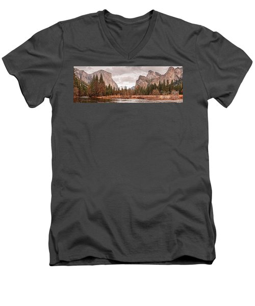 Panoramic View Of Yosemite Valley From Bridal Veils Falls Viewing Point - Sierra Nevada California Men's V-Neck T-Shirt