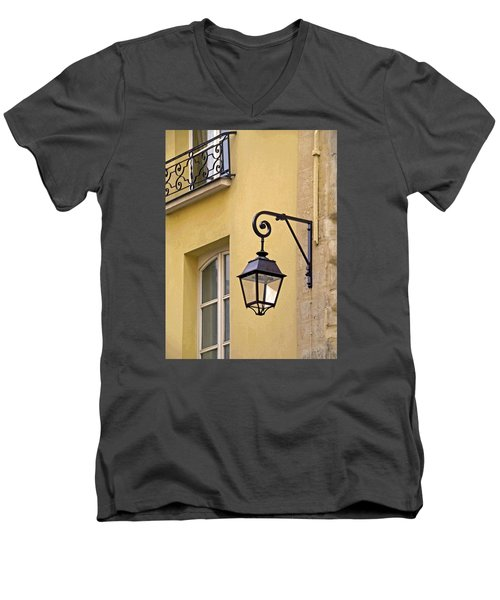 Paris Street Lamp Men's V-Neck T-Shirt