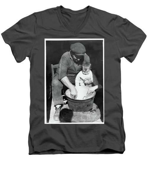 Peasant Life Men's V-Neck T-Shirt
