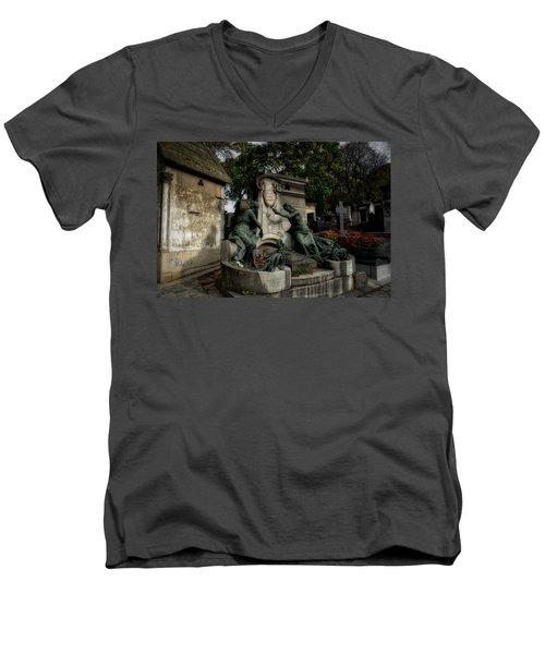 Pere Lachaise Tomb Men's V-Neck T-Shirt