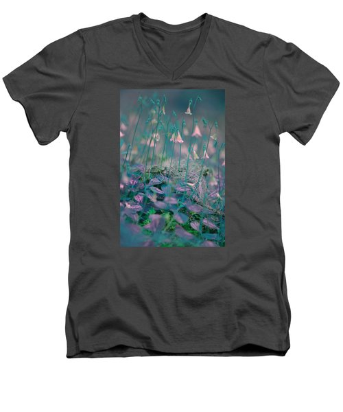 Petites Fleurs Men's V-Neck T-Shirt