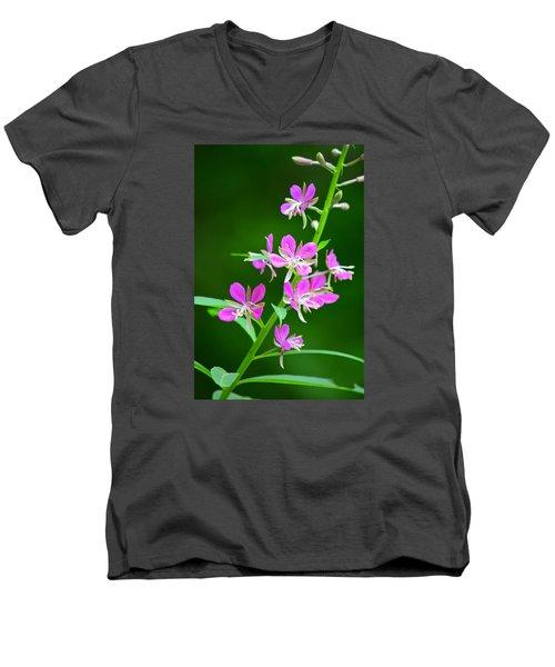 Petites Fleurs Violettes Men's V-Neck T-Shirt